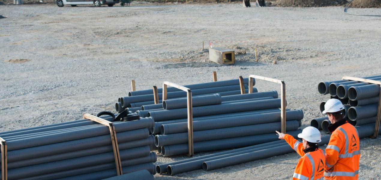 2 travailleurs sur un chantier